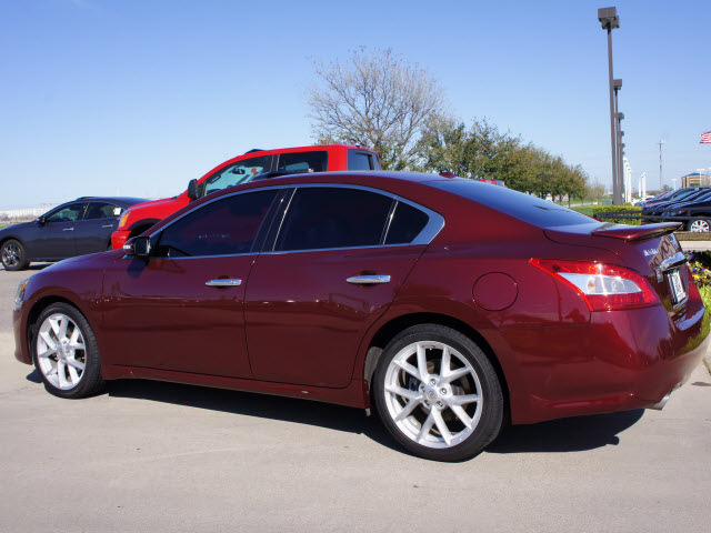 nissan maxima 2009 dk red sedan 3 5 sv gasoline 6 cylinders front wheel drive automatic 76018. Black Bedroom Furniture Sets. Home Design Ideas