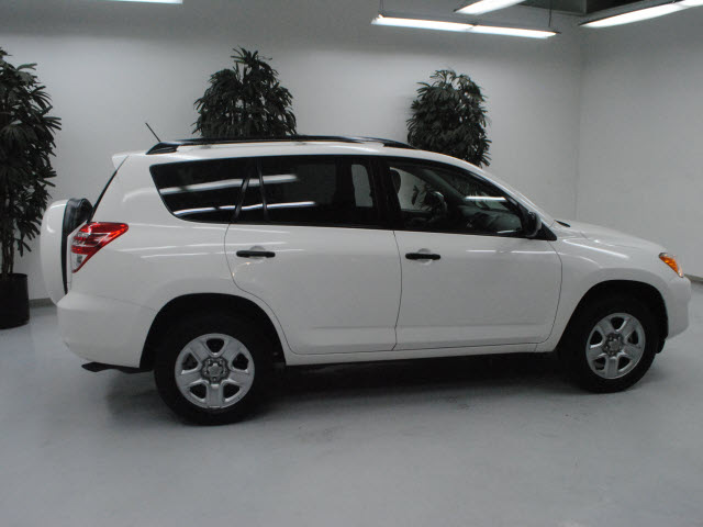 toyota rav4 2009 white suv gasoline 4 cylinders 2 wheel drive automatic 91731 toyota rav4 2009. Black Bedroom Furniture Sets. Home Design Ideas