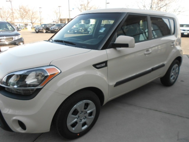 kia soul 2012 beige gasoline 4 cylinders front wheel drive not specified 43228 kia soul 2012. Black Bedroom Furniture Sets. Home Design Ideas