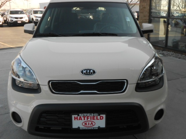 kia soul 2012 beige gasoline 4 cylinders front wheel drive. Black Bedroom Furniture Sets. Home Design Ideas