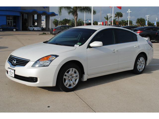 Nissan Altima Coupe 2009 White