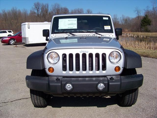 jeep wrangler unlimited 2012 silver suv sport gasoline 6 cylinders 4 wheel drive 6 speed manual. Black Bedroom Furniture Sets. Home Design Ideas