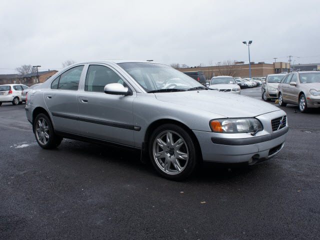 volvo s60 2002 silver sedan 2 4t awd gasoline 5 cylinders. Black Bedroom Furniture Sets. Home Design Ideas