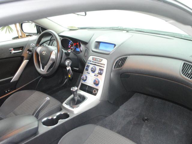 Hyundai Genesis 2010 Black Coupe Gasoline 4 Cylinders Rear Manual Guide