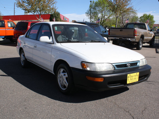 toyota corolla 1996 white sedan dx gasoline 4 cylinders front wheel drive automatic with. Black Bedroom Furniture Sets. Home Design Ideas