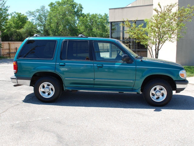 ford explorer 1998 green suv xlt gasoline v6 4 wheel drive automatic with overdrive 67210 ford. Black Bedroom Furniture Sets. Home Design Ideas