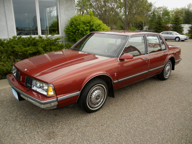 Oldsmobile Delta Eighty Eight Royale 1986 Maroon Sedan