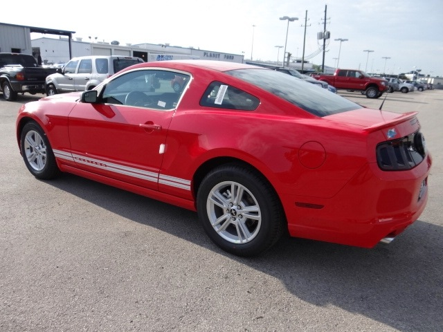 ford mustang 2013 red coupe gasoline 6 cylinders rear. Black Bedroom Furniture Sets. Home Design Ideas