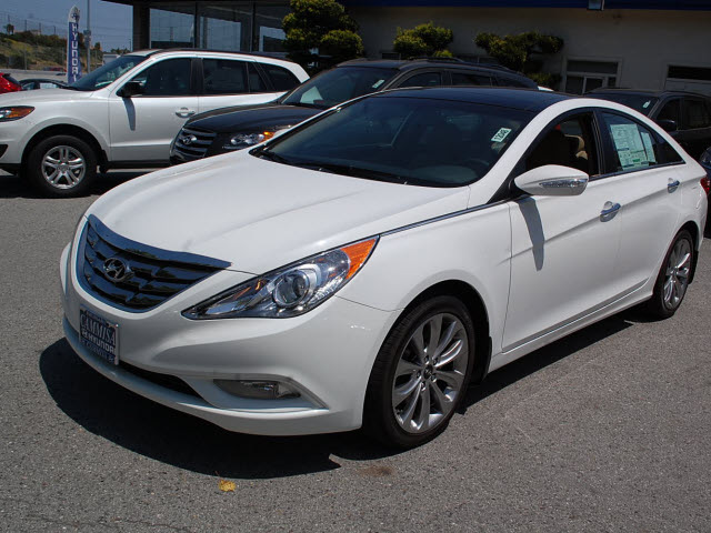hyundai sonata 2012 white sedan limited 2 0t gasoline 4 cylinders front wheel drive automatic. Black Bedroom Furniture Sets. Home Design Ideas