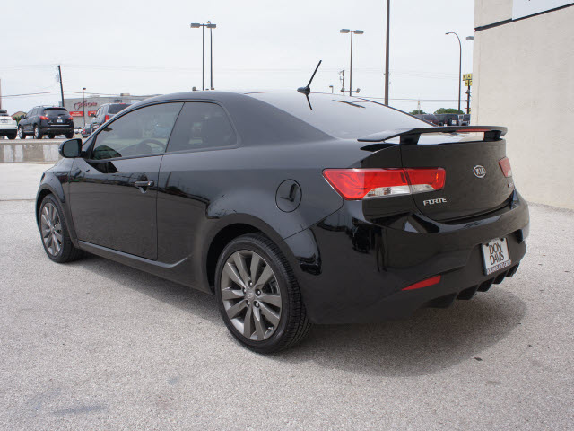 kia forte koup 2012 black coupe sx gasoline 4 cylinders. Black Bedroom Furniture Sets. Home Design Ideas