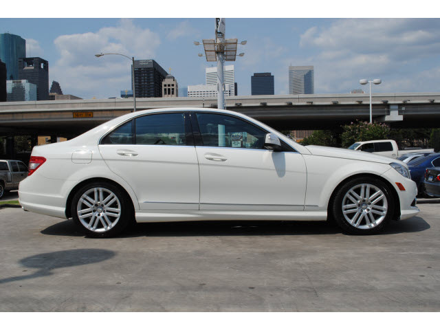 Mercedes Benz C Class 2009 White Sedan C300 Luxury Gasoline 6 Cylinders Rear Wheel Drive Automatic 77002