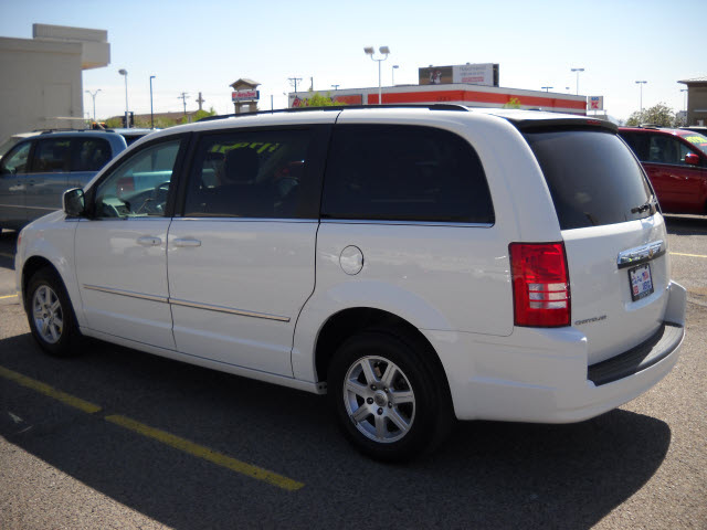 chrysler town country 2010 white van gasoline 6 cylinders front wheel drive automatic 79925. Black Bedroom Furniture Sets. Home Design Ideas