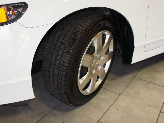 honda civic 2009 white sedan lx gasoline 4 cylinders front wheel drive automatic 76116 honda. Black Bedroom Furniture Sets. Home Design Ideas