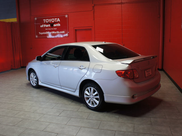 toyota corolla 2010 silver sedan s gasoline 4 cylinders front wheel drive automatic 76116. Black Bedroom Furniture Sets. Home Design Ideas