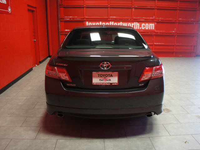 toyota camry 2011 gray sedan se gasoline 4 cylinders front wheel drive automatic 76116 toyota. Black Bedroom Furniture Sets. Home Design Ideas