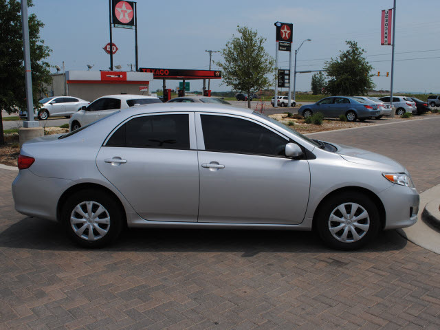 toyota corolla 2010 silver sedan le gasoline 4 cylinders front wheel drive automatic 76087. Black Bedroom Furniture Sets. Home Design Ideas