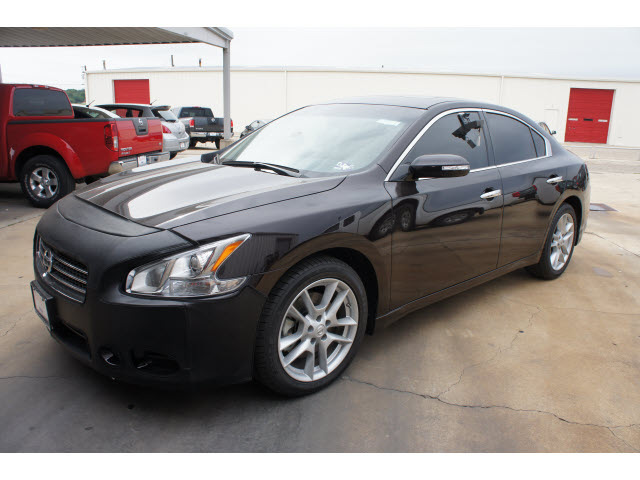 nissan maxima 2010 dk red sedan 3 5 sv gasoline 6 cylinders front wheel drive automatic 76543. Black Bedroom Furniture Sets. Home Design Ideas