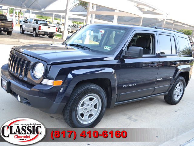jeep patriot 2011 blue suv latitude gasoline 4 cylinders front wheel drive automatic 76051 jeep. Black Bedroom Furniture Sets. Home Design Ideas