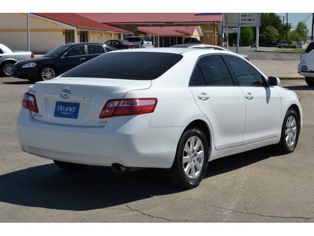 toyota camry 2009 white sedan xle gasoline 4 cylinders front wheel drive automatic 76801 toyota. Black Bedroom Furniture Sets. Home Design Ideas