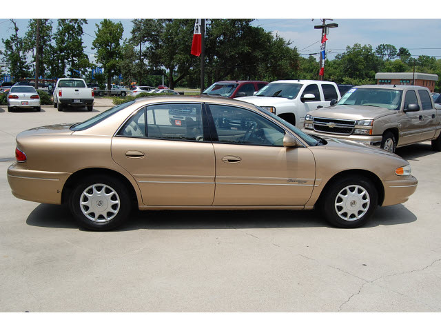 Buick Century 2000 Gold Sedan Custom Gasoline V6 Front
