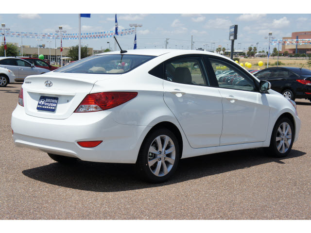 hyundai accent 2013 white sedan gls gasoline 4 cylinders front wheel drive automatic 78041. Black Bedroom Furniture Sets. Home Design Ideas