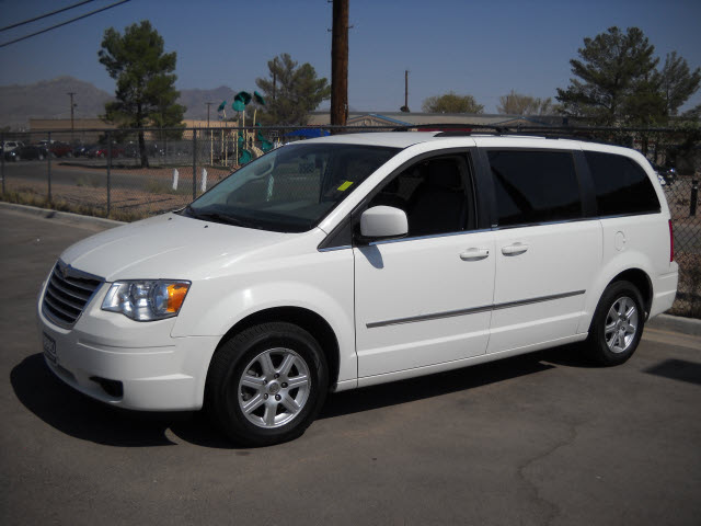 chrysler town country 2010 white van gasoline 6 cylinders ...