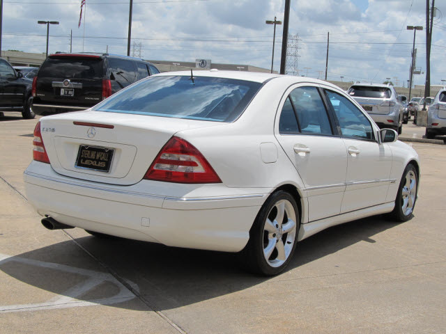 Mercedes benz c class 2006 white sedan c230 sport gasoline for Mercedes benz 2006 c230 sport