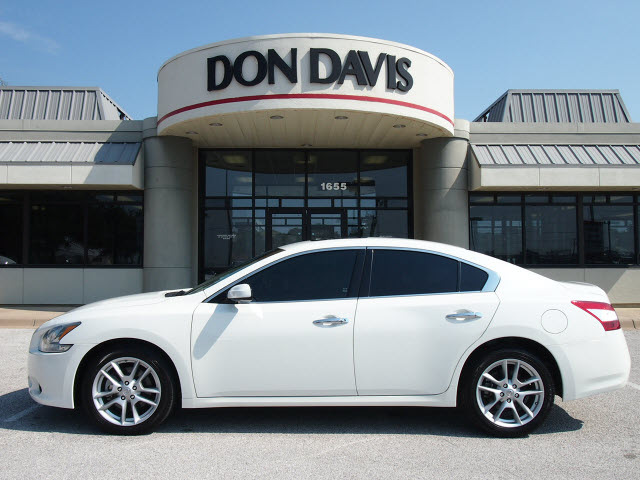 nissan maxima 2009 white sedan 3 5 s gasoline 6 cylinders front wheel drive automatic 76011. Black Bedroom Furniture Sets. Home Design Ideas