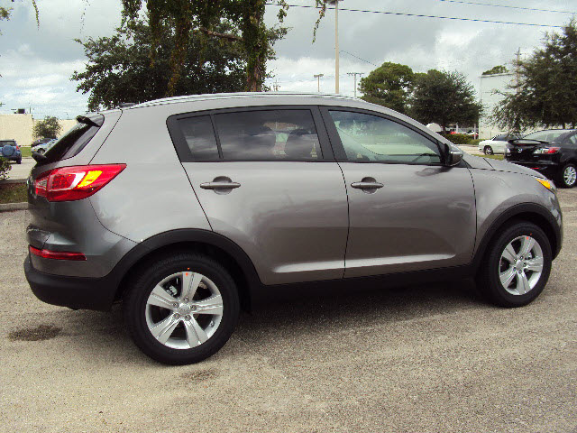 kia sportage 2013 mineral silver lx w navigation gasoline 4 cylinders front wheel drive. Black Bedroom Furniture Sets. Home Design Ideas