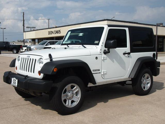 2013 White Jeep Wrangler