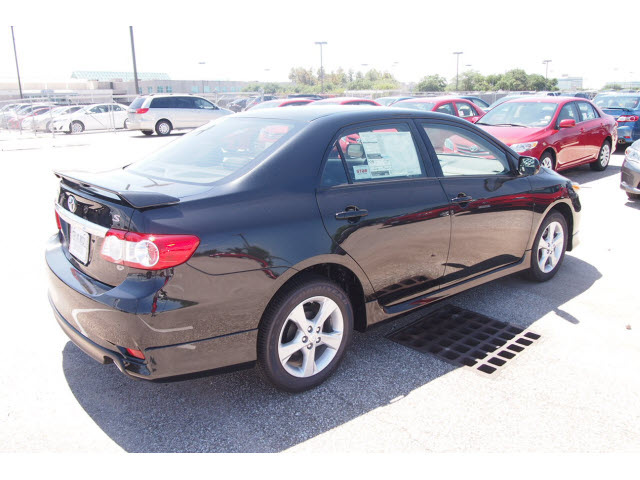 toyota corolla 2013 black sedan gasoline 4 cylinders front wheel drive