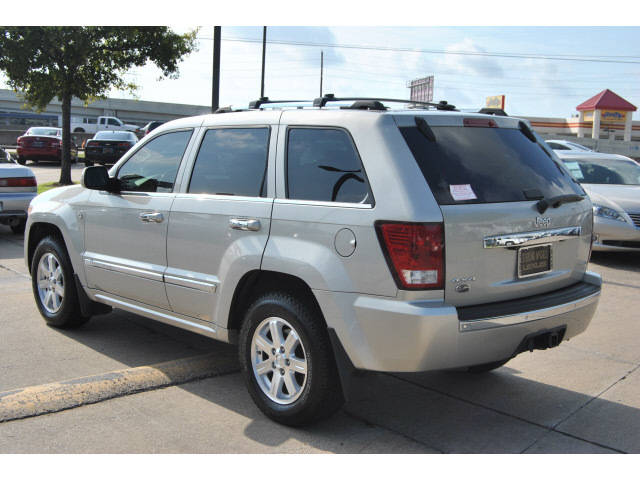 jeep grand cherokee 2008 silver suv overland gasoline 8 cylinders 4 wheel drive automatic with. Black Bedroom Furniture Sets. Home Design Ideas