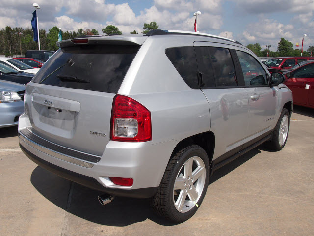 jeep compass 2013 silver suv limited gasoline 4 cylinders 2 wheel drive automatic 77388 jeep. Black Bedroom Furniture Sets. Home Design Ideas