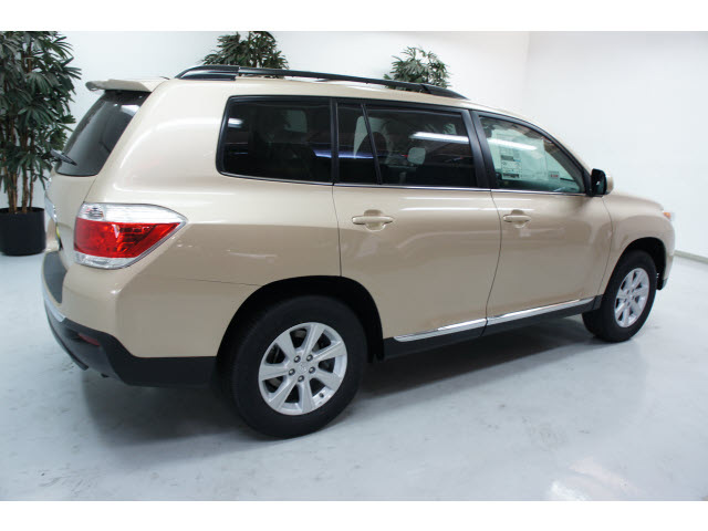 2013 toyota sequoia reviews specs and autos. Black Bedroom Furniture Sets. Home Design Ideas