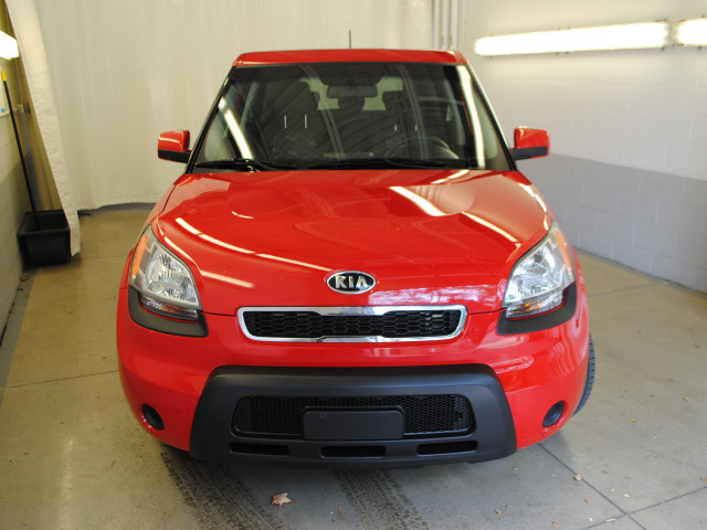 kia soul 2010 red hatchback soul gasoline 4 cylinders front wheel drive not specified 44060. Black Bedroom Furniture Sets. Home Design Ideas