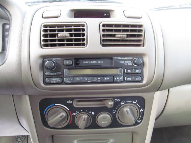 toyota corolla 1998 gold sedan le gasoline 4 cylinders front wheel