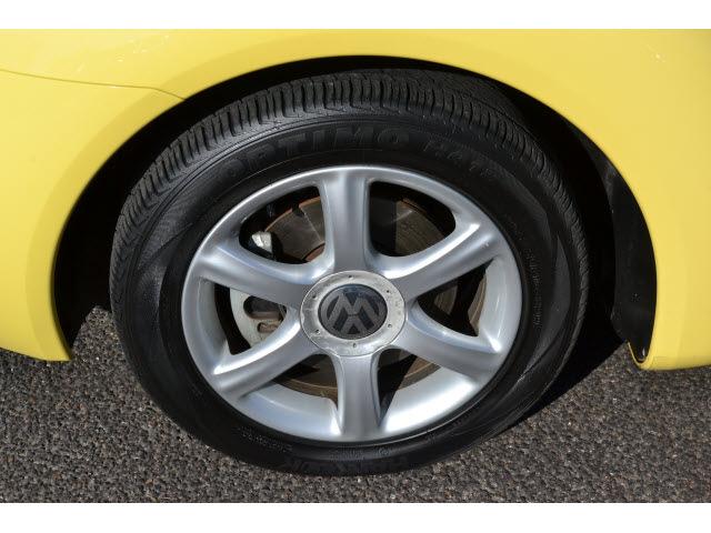 volkswagen  beetle  yellow coupe gls   gasoline  cylinders front wheel drive