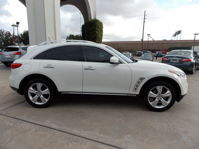 Infiniti Fx35 2011 White Gasoline 6 Cylinders Rear Wheel Drive Shiftable Automatic 77477