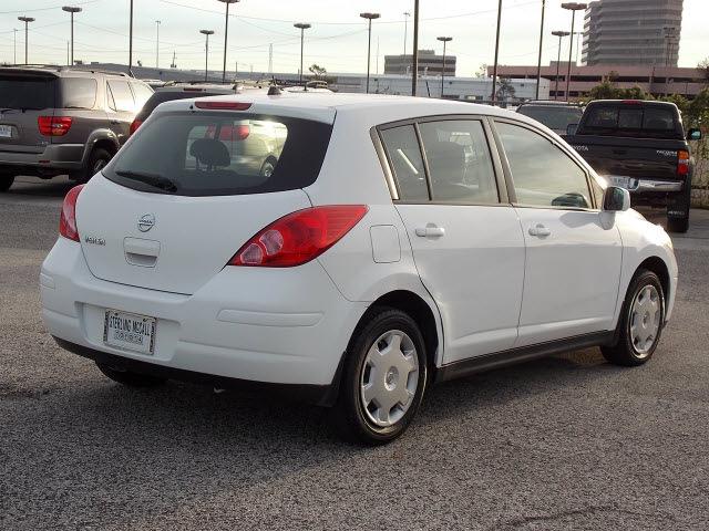 nissan versa 2009 white hatchback 1 8 s gasoline 4. Black Bedroom Furniture Sets. Home Design Ideas