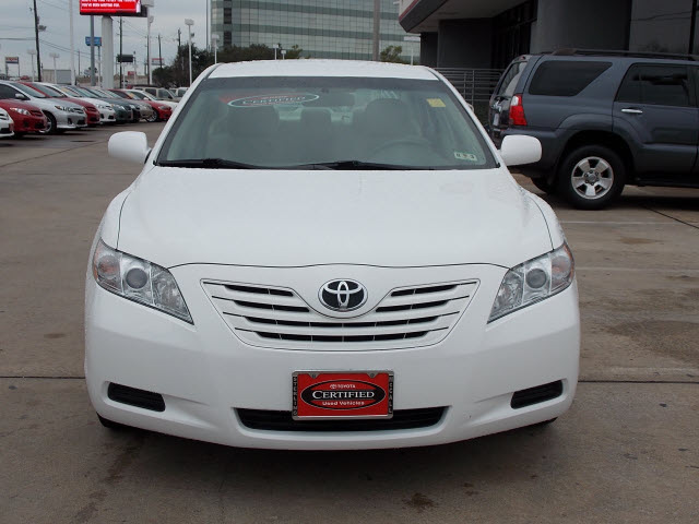 toyota camry 2009 white sedan le gasoline 4 cylinders front wheel drive automatic 77074 toyota. Black Bedroom Furniture Sets. Home Design Ideas