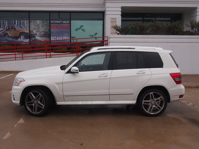 Mercedes benz glk class 2010 white suv glk350 6 cylinders for White mercedes benz suv