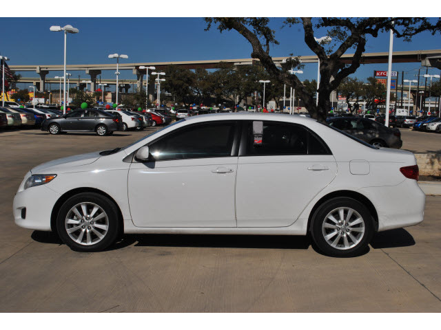 Toyota Corolla 2009 White Sedan Xle Gasoline 4 Cylinders