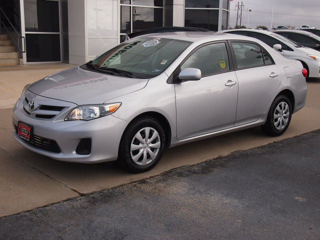 toyota corolla 2011 silver sedan le gasoline 4 cylinders front wheel drive automatic with. Black Bedroom Furniture Sets. Home Design Ideas