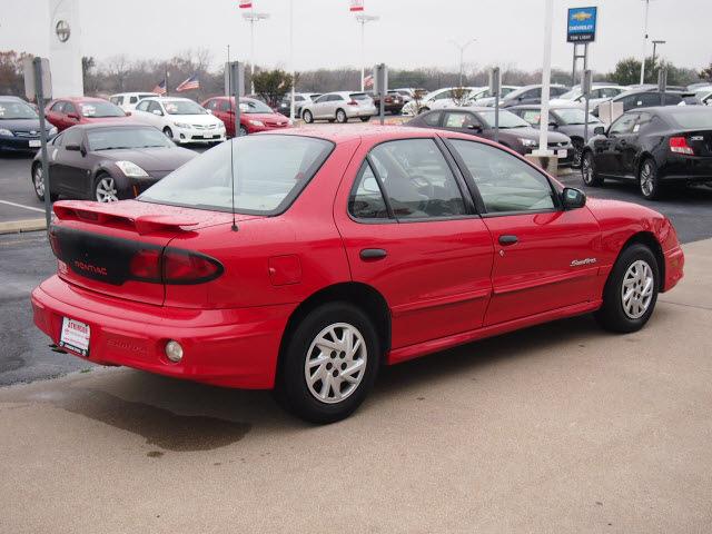 pontiac sunfire 2002 red sedan se 4 cylinders automatic. Black Bedroom Furniture Sets. Home Design Ideas