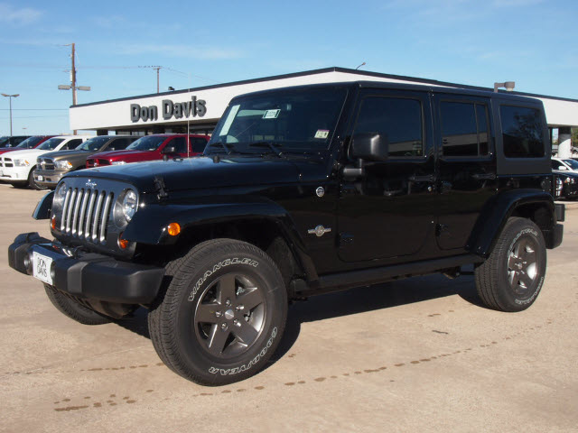 jeep wrangler unlimited 2013 black suv freedom edition gasoline 6 cylinders 4 wheel drive. Black Bedroom Furniture Sets. Home Design Ideas
