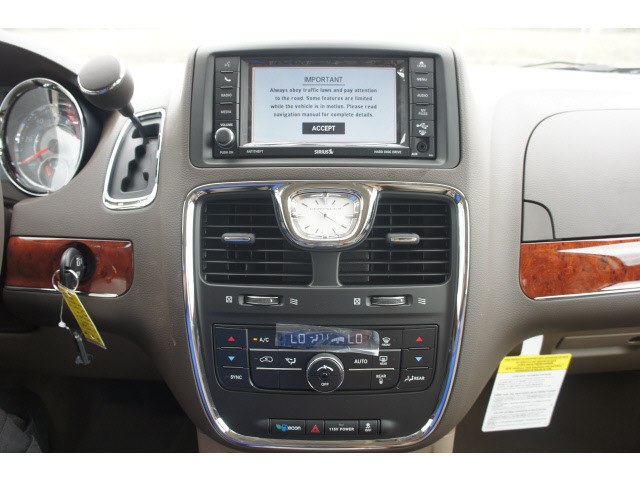 Chrysler Town And Country 2013 White Van Touring Flex Fuel