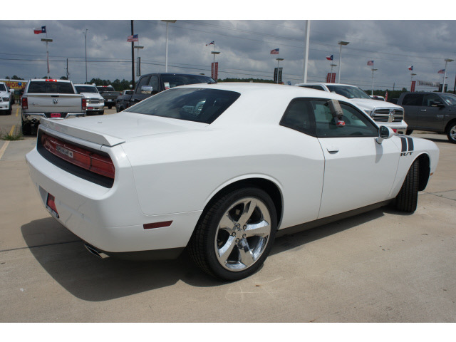 2013 dodge challenger rt white online image. Cars Review. Best American Auto & Cars Review