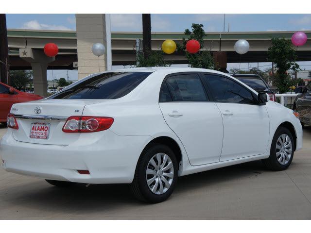 toyota corolla 2013 white sedan le gasoline 4 cylinders front wheel drive automatic 78232. Black Bedroom Furniture Sets. Home Design Ideas