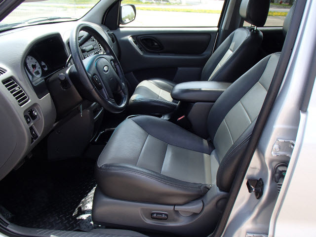 ford escape 2003 silver suv xlt 4x4 6 cylinders dohc. Black Bedroom Furniture Sets. Home Design Ideas