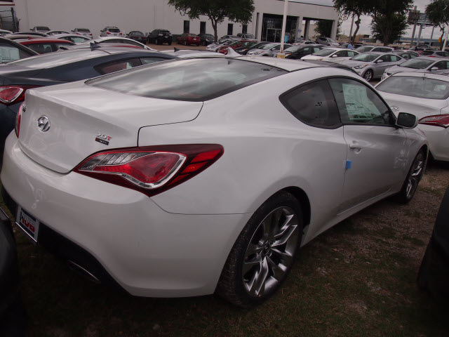 2013 genesis coupe 2 0t r spec 0 autos weblog. Black Bedroom Furniture Sets. Home Design Ideas